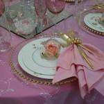 Gold und Rosa Dekorierterte Tisch