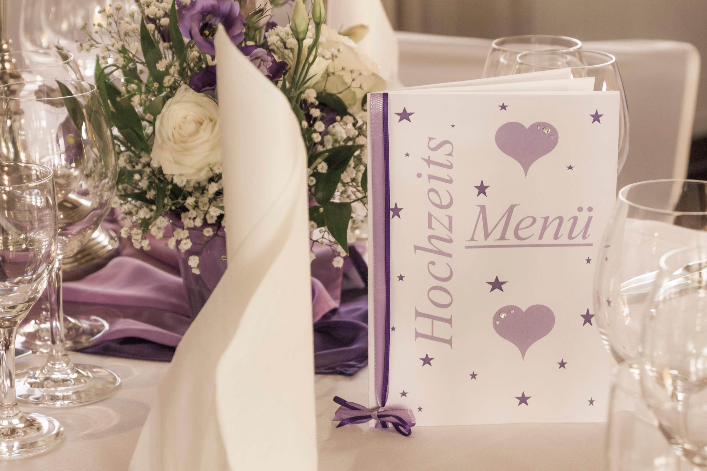 Hochzeit-Tischdekoration-Weiß_Lavendel_1
